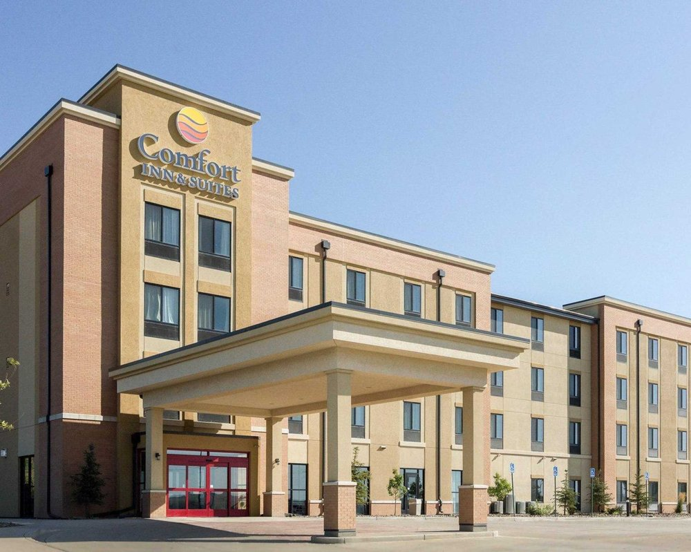 Comfort Inn & Suites: 600 3rd Ave SW, Watford City, ND