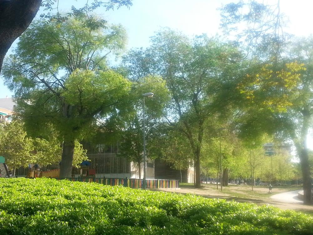 Parque del casino de la reina parques para perros for Calle jardin de la reina granada