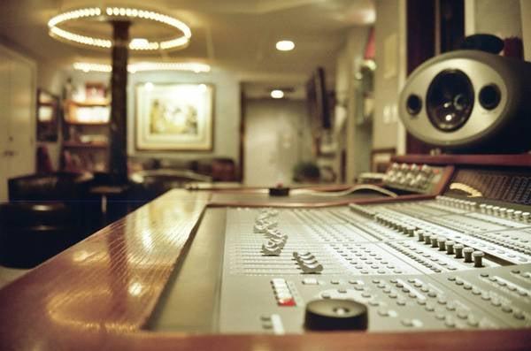Lennon's Den Studio Chicago: Burr Ridge, IL