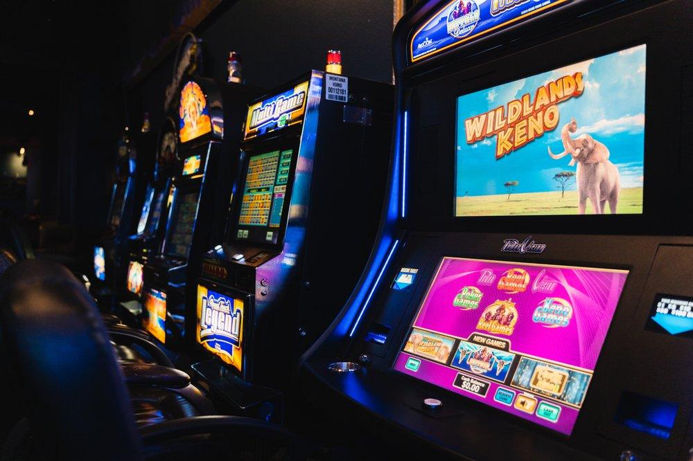 Buffalo Jump Sports Bar & Grill: 75770 Gallatin Rd, Gallatin Gateway, MT