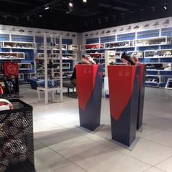 Adidas abbigliamento sportivo 52, 56 market street, nel centro della città di manchester,