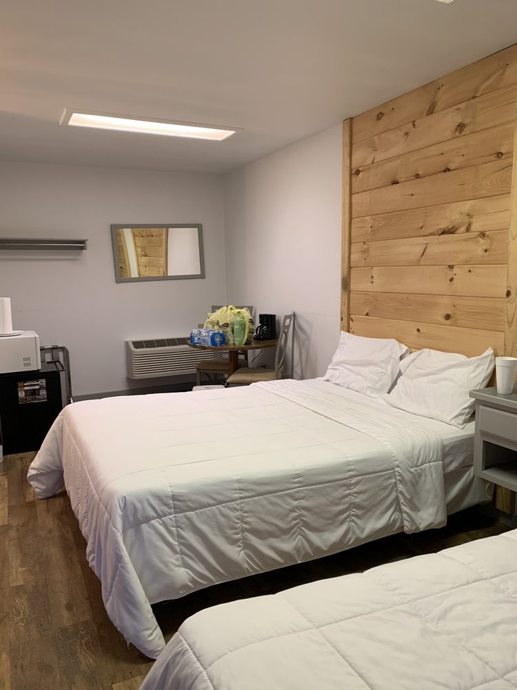 Klassic Inn: 8546 Edgemont Rd, Greers Ferry, AR