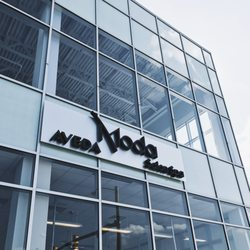 Moda aveda salon spa closed 23 photos 44 reviews for 7th street salon