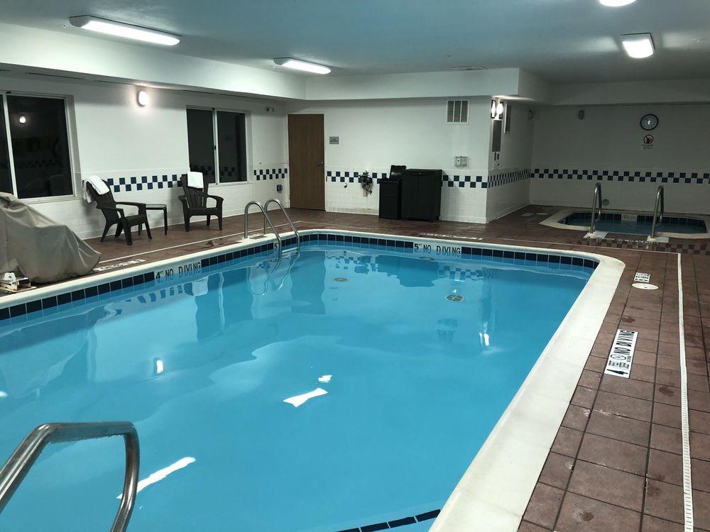 Fairfield Inn & Suites Traverse City: 3701 N Country Dr, Traverse City, MI