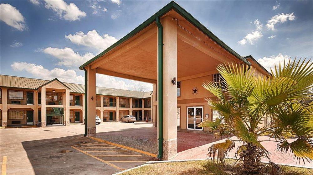 Best Western Executive Inn: 207 US Highway 77 S, Hallettsville, TX