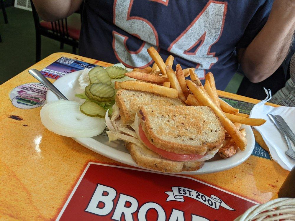 Broadway Cafe: 158 S Bdwy St, Cassopolis, MI