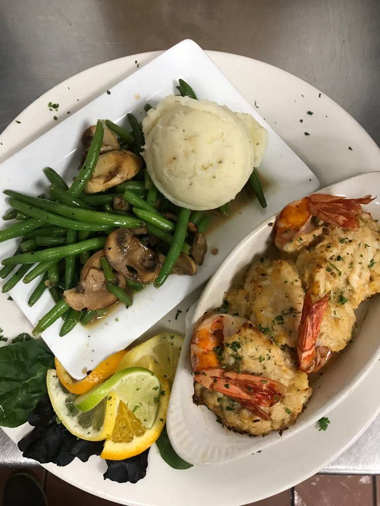 Gatsby's Bar and Grill: 4936 Pennell Rd, Aston, PA