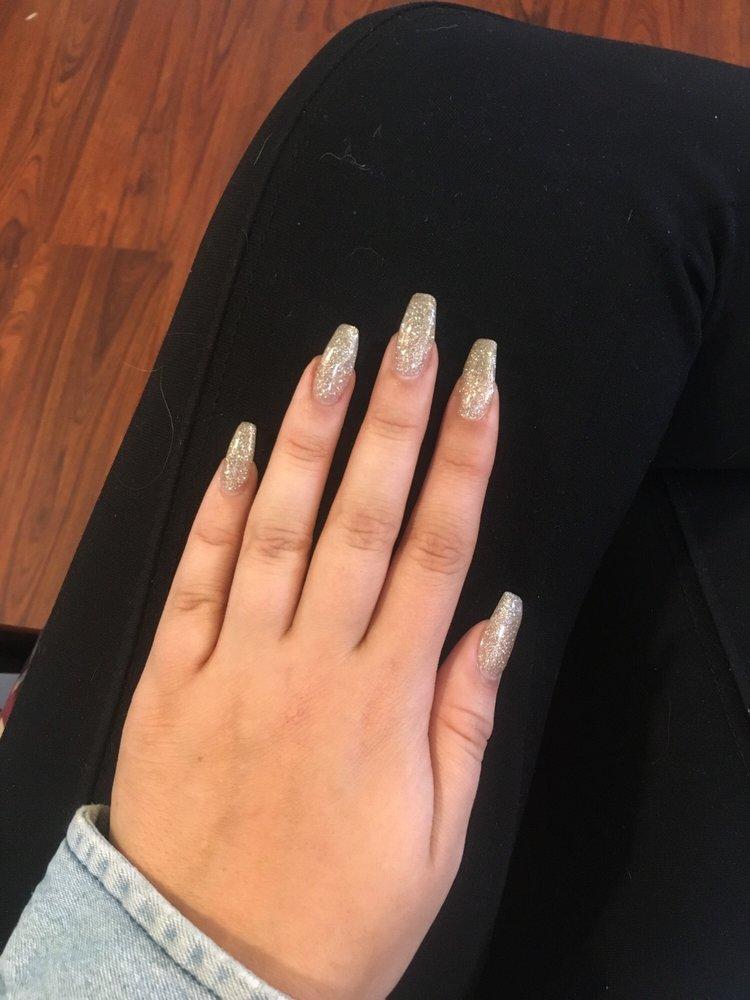 Le's Best Nails: 4201 N Shiloh Dr, Fayetteville, AR