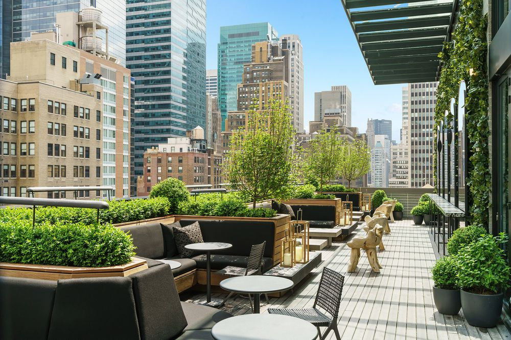 Castell Rooftop Lounge: 260 W 40th St, New York, NY