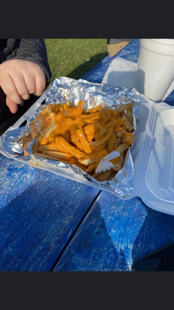 Laura's Little Burger Joint: 47141 M-51, Decatur, MI