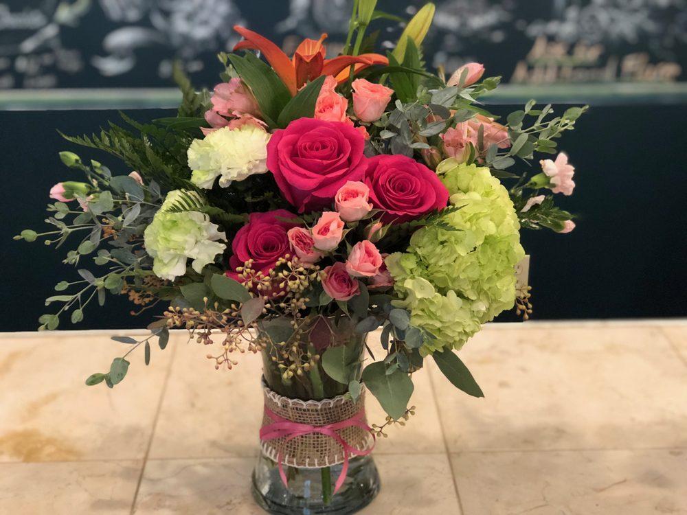 2 Buds Floral Design: 7227 Steubenville Pike, Oakdale, PA