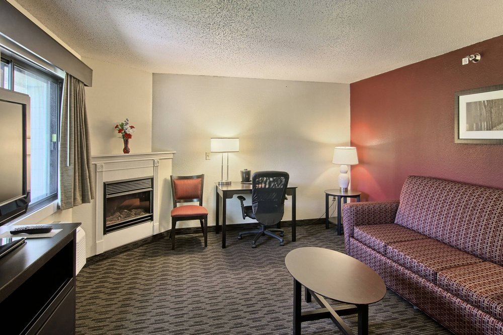 GrandStay Hotel & Suites - Traverse City: 1614 N US Hwy 31 N, Traverse City, MI