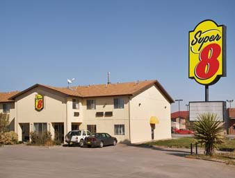 Super 8 by Wyndham Moriarty: 1611 Old Route 66, Moriarty, NM