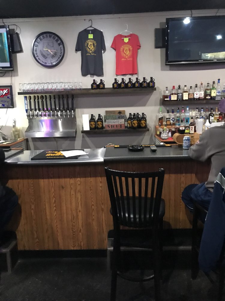 Albion Ale House: 108 South Orange St, Albion, IN