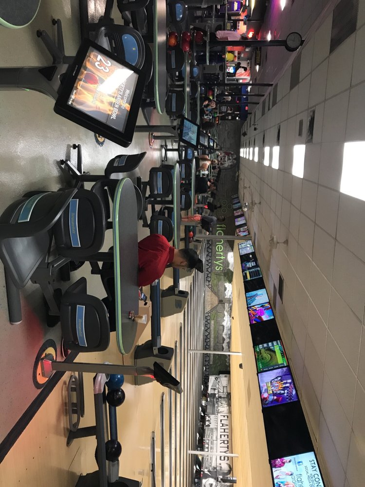 Flaherty's Arden Bowl: 1273 W County Rd E, Arden Hills, MN