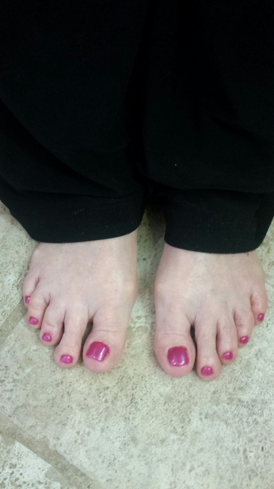 A beautiful set of acrylic toenails for those women or men who have ...