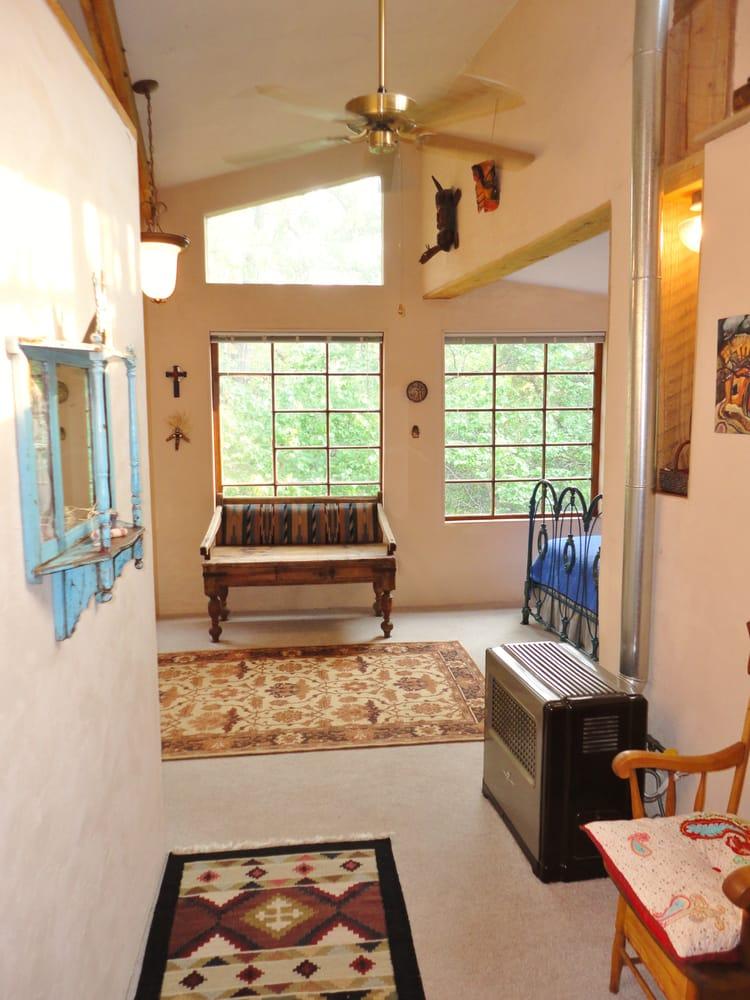 Casa Blanca: 17521 Hwy 4, Jemez Springs, NM