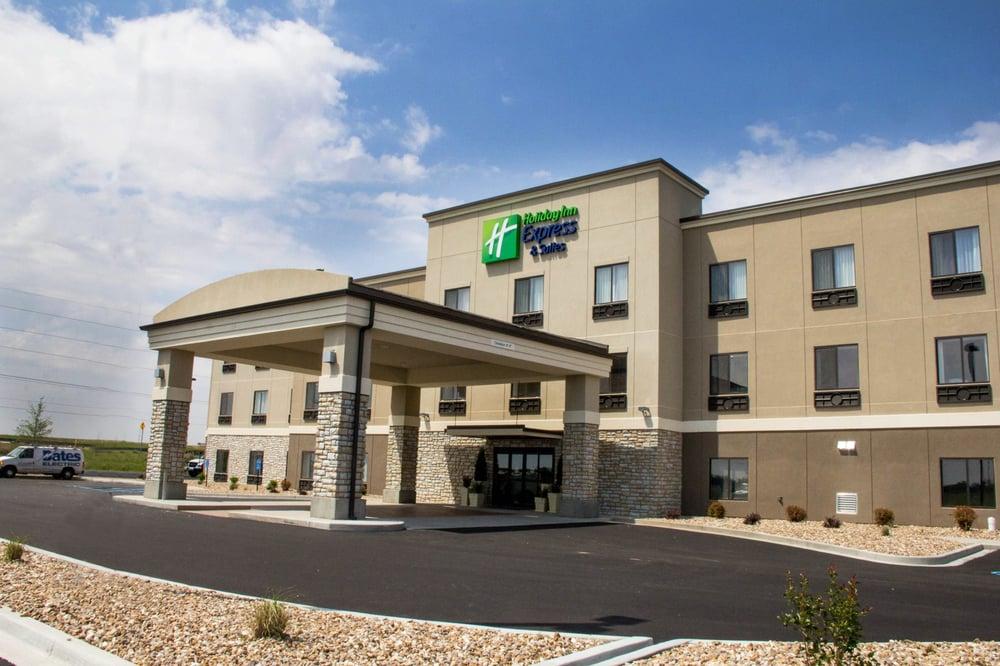 Holiday Inn Express & Suites - Sikeston: 115 Hospitality Dr, Sikeston, MO