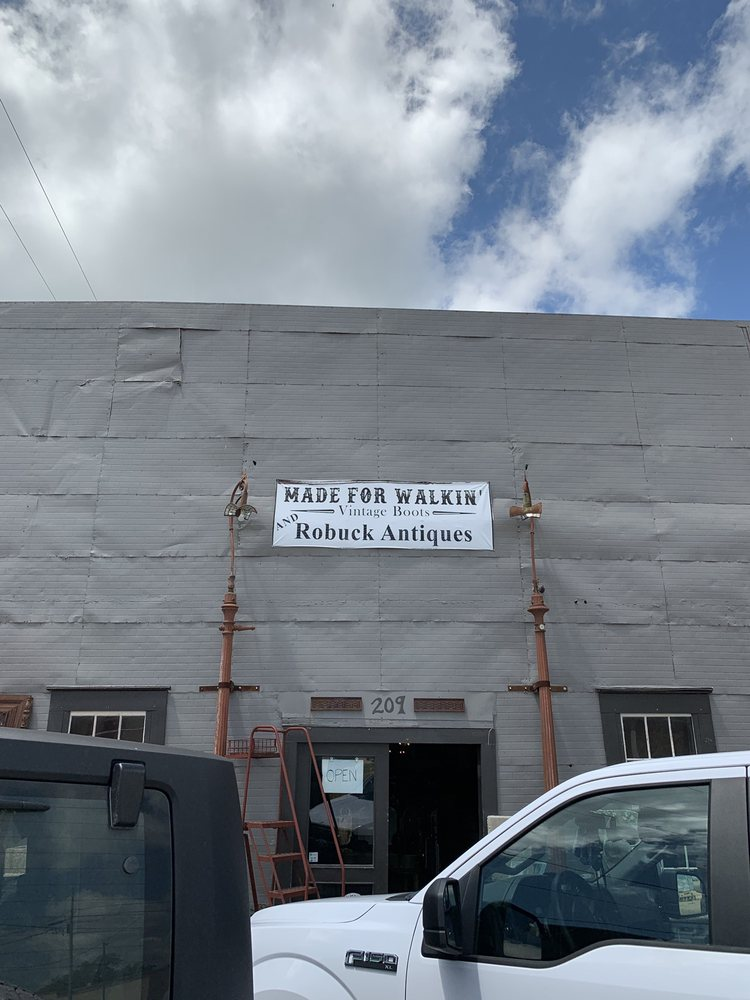 Made For Walkin: 209 E Market St, Lockhart, TX