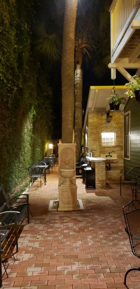 Inn On Main: 315 N Main St, Victoria, TX
