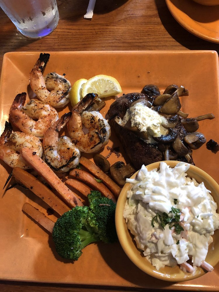 Grizzly's Wood Fired Grill & Bar: 3405 Tower Ave, Superior, WI