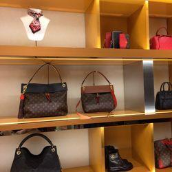 Louis Vuitton Short Hills 35 Photos 89 Reviews Leather Goods