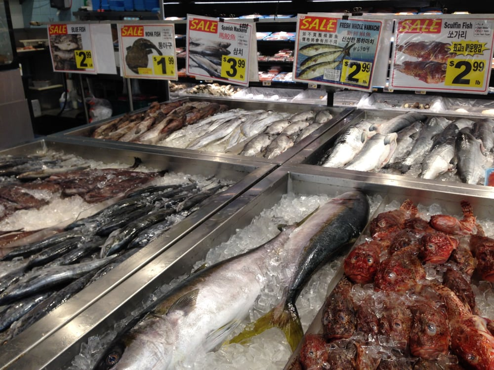 Fresh fish that anyone can touch ew at kp market in for Chinese fish market near me