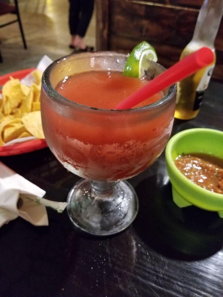 La Fiesta Mexican Restaurant: 901 Prairie Ave, Mount Vernon, IL