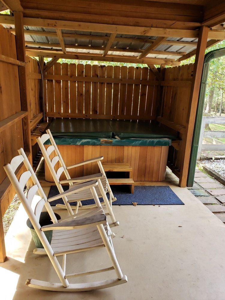 Pine Creek Country Inn: 341 Pine Creek Rd, Nacogdoches, TX