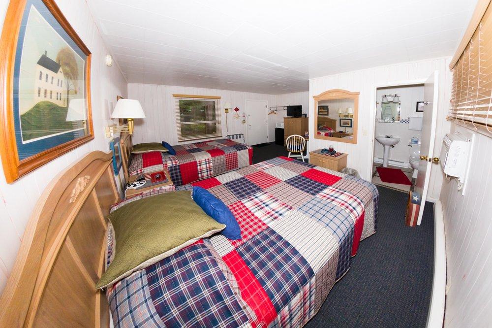 Oak Park Inn: 18224 Ervin St, Whitehall, WI