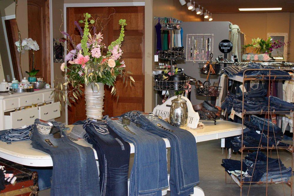 Trendz 'n Trinkets: 10143 W Chatfield Ave, Littleton, CO