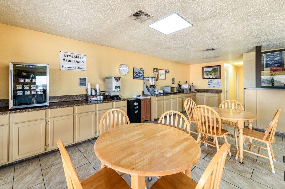Americas Best Value Inn Bonham: 1515 Old Ector Road, Bonham, TX