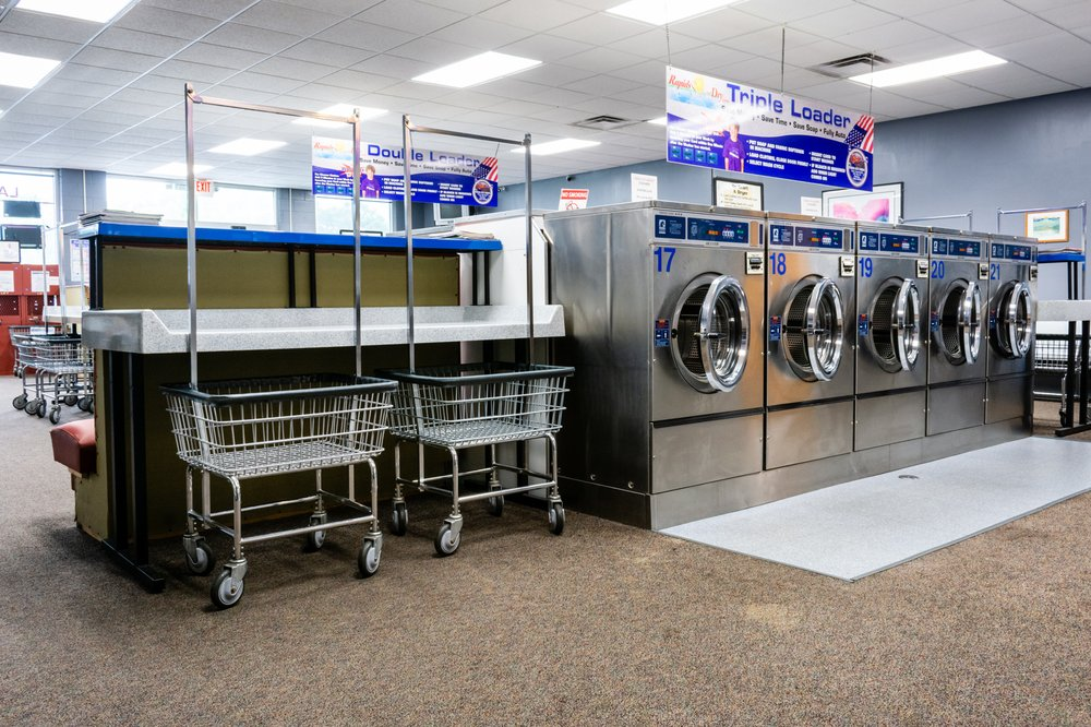 Rapids Suds and Dry Laundromat: 605 S 3rd Ave, Big Rapids, MI