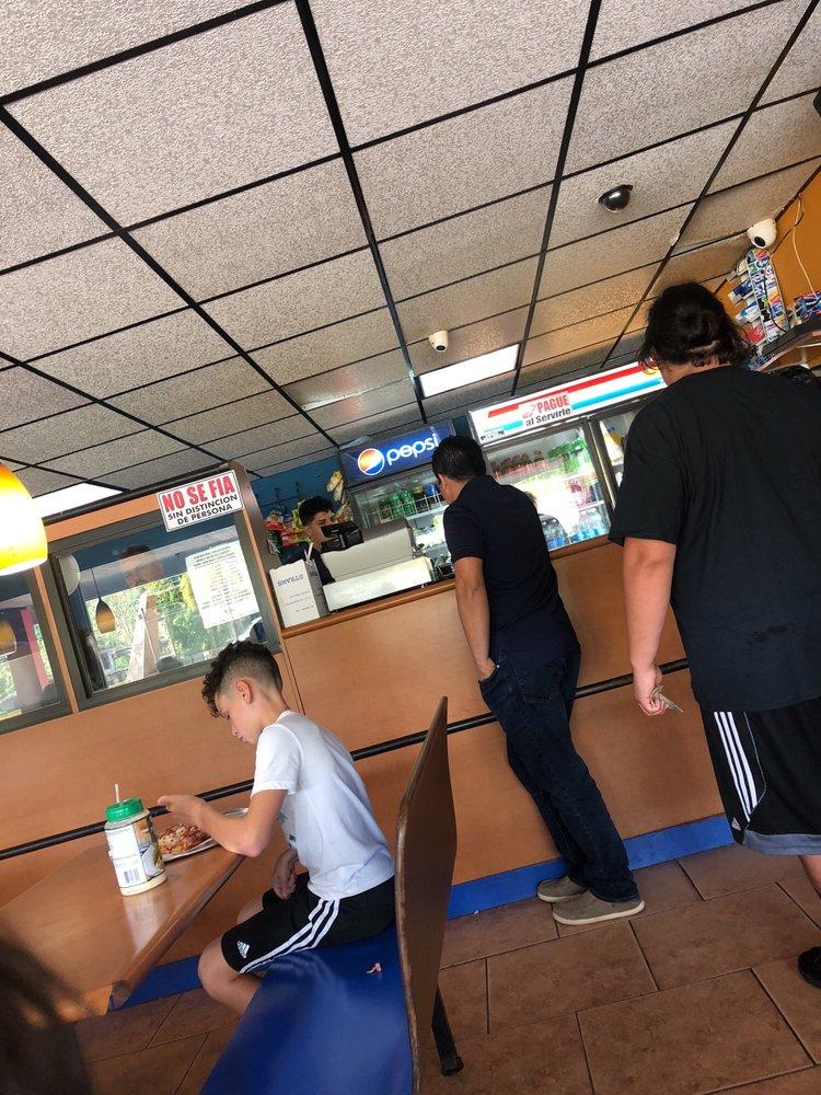 Tavo's Pizza: Ave Fernando Luis Ribas 6, Utuado, PR