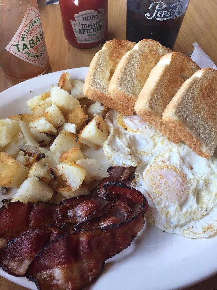 Amy's Country Cafe: 420 Main St, Sandstone, MN