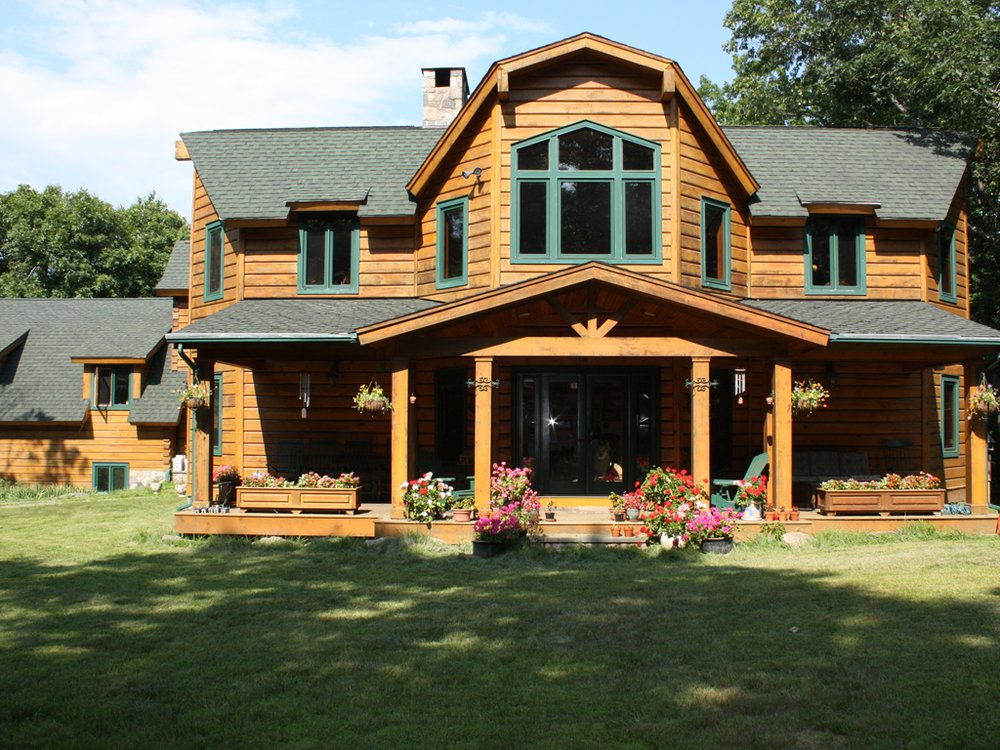 The Lodge: 100 Hickory Ln, Bedford, NY