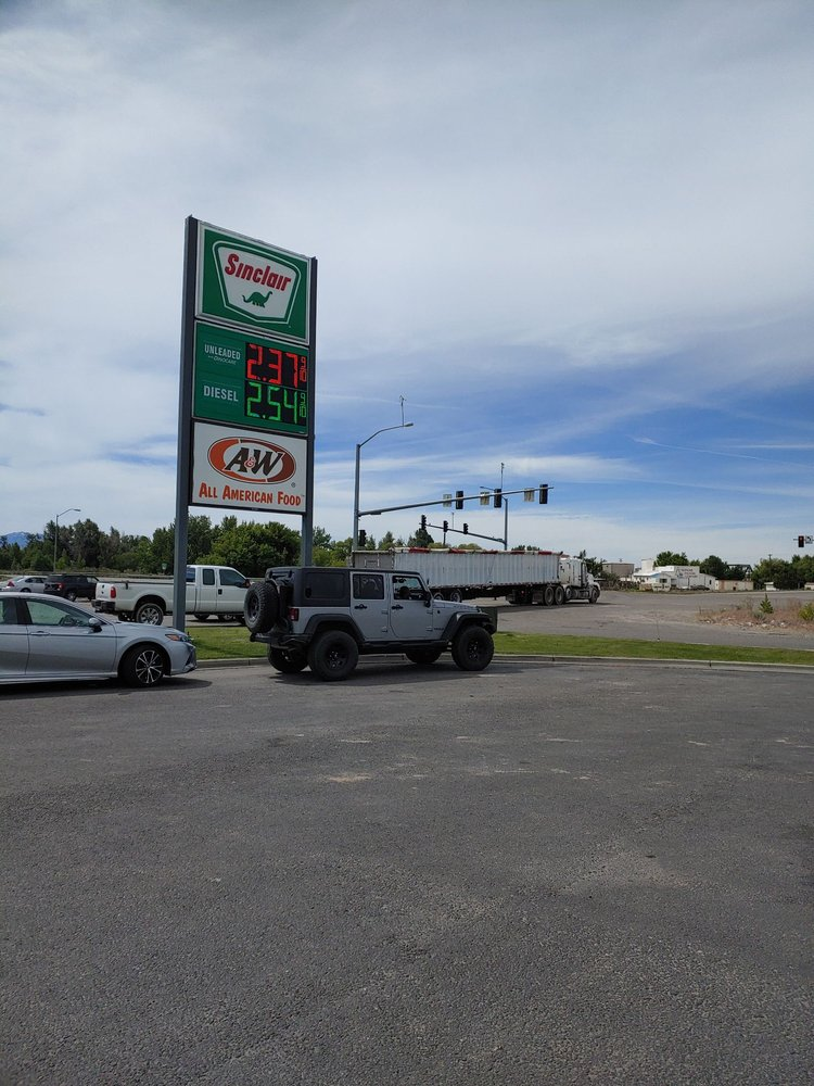 Snake River Convenience Store: 26 N 900th W, Blackfoot, ID