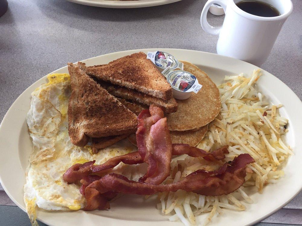 Granny B's Family Diner: 2930 Main St, Parsons, KS