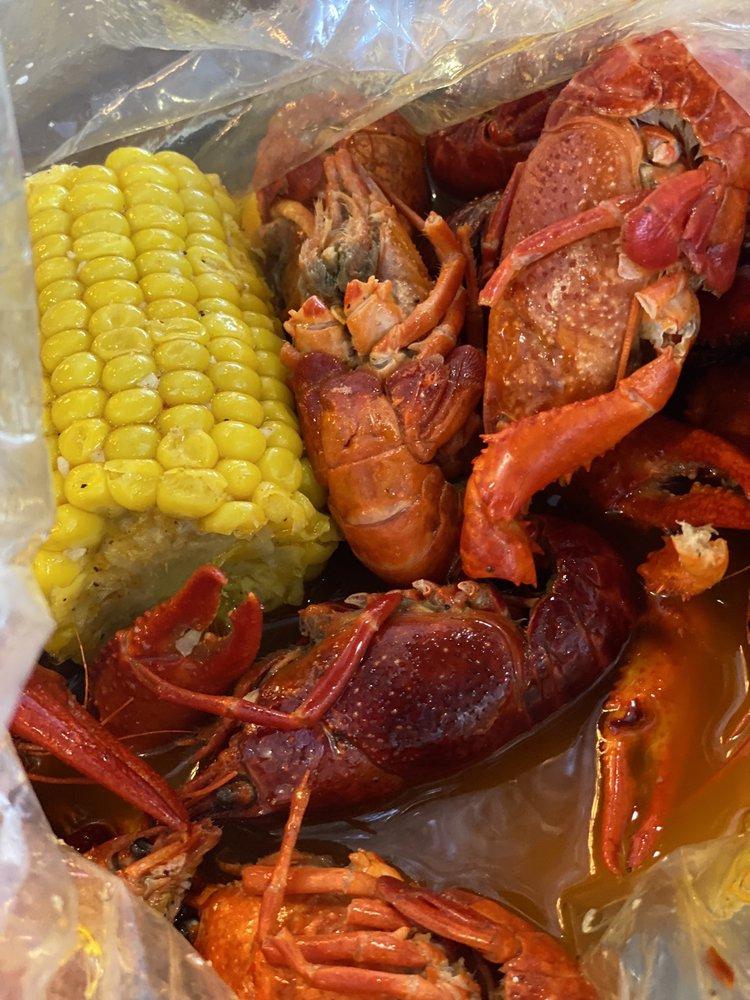 Pier 17 Cajun Seafood & Bar: 1975 S Hurstbourne Pkwy, Louisville, KY