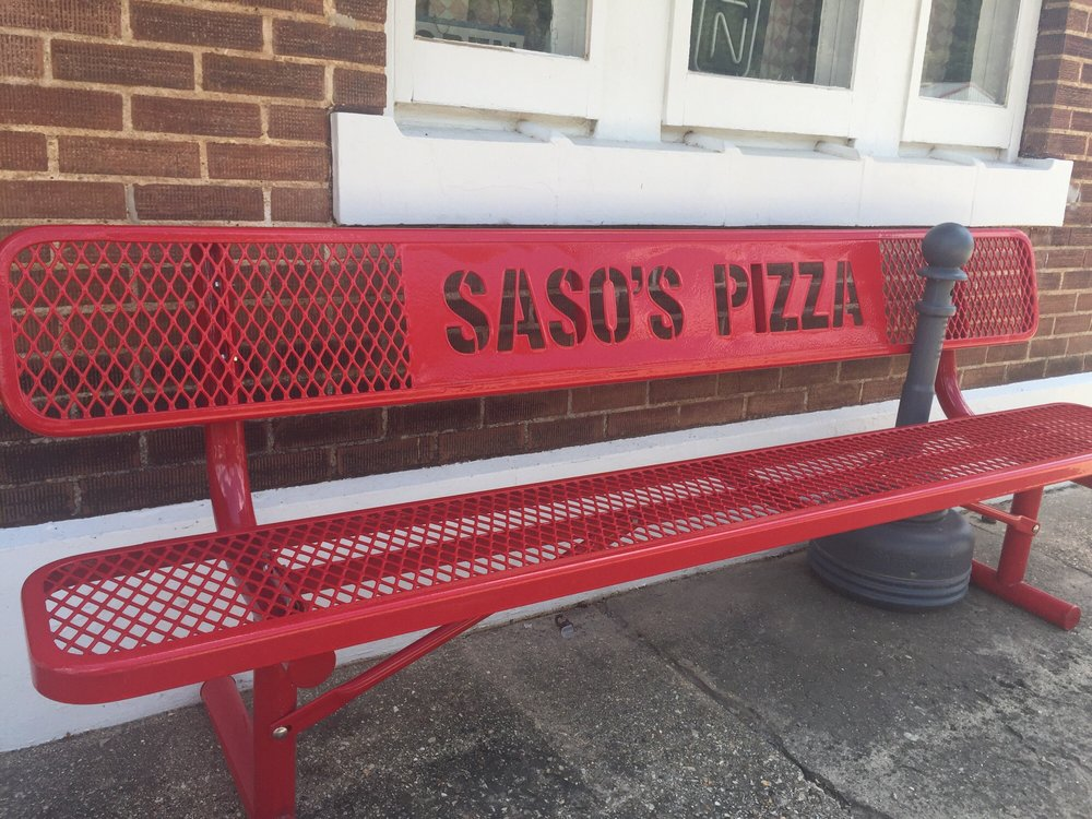 Saso's Pizza: 390 S Main St, Ellington, MO