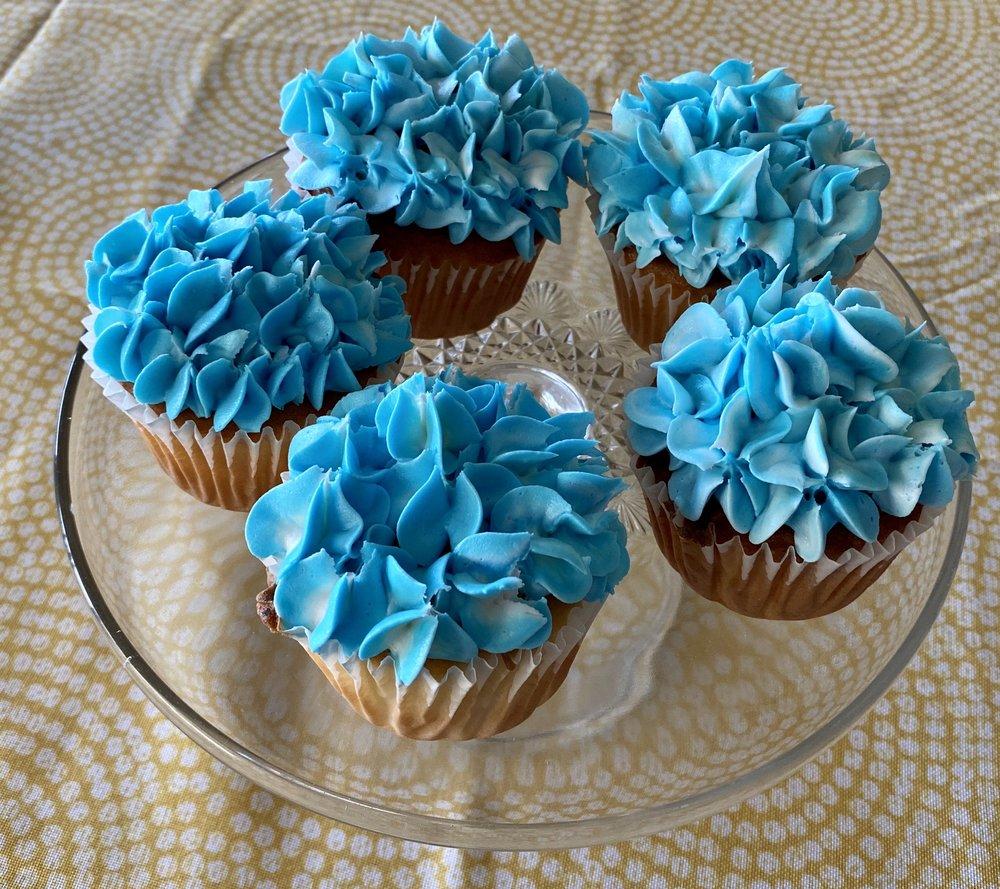 Country Apron Bakery: 5566 US Hwy 160, Theodosia, MO