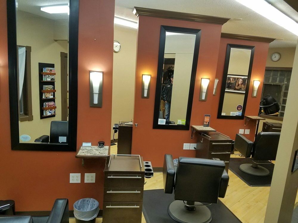 Bliss Salon: 109 Walnut St, Monticello, MN