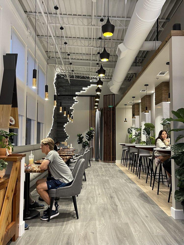 C'est La Vie Bakery & Cafe: 9700 Medlock Bridge Rd, Duluth, GA