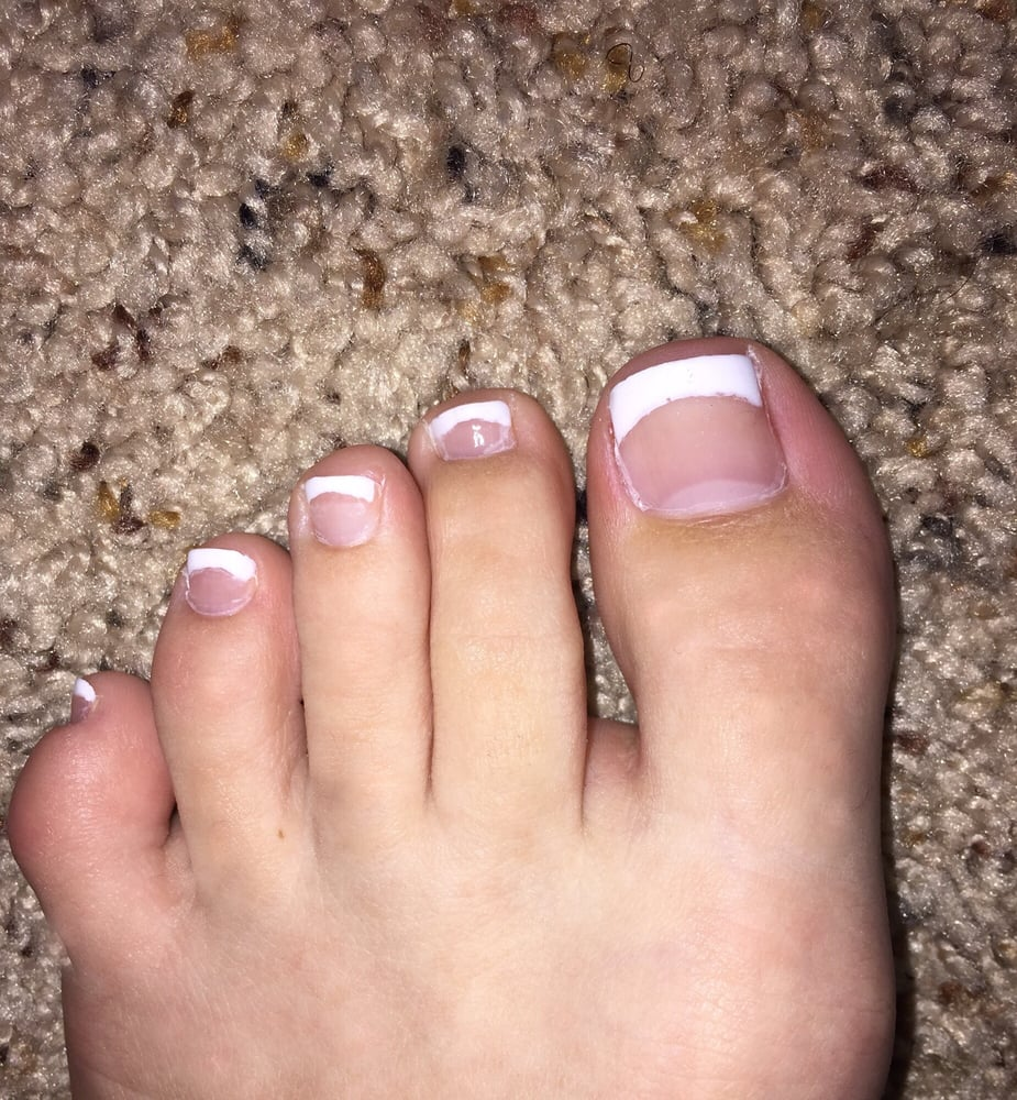 Basic French Pedicure.It didn\'t turn out as I expected,but nail tech ...