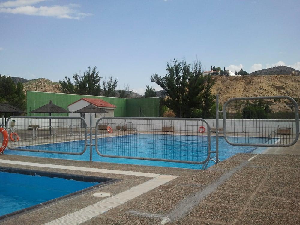 Polideportivo los ba os piscinas villel teruel yelp for Piscina teruel