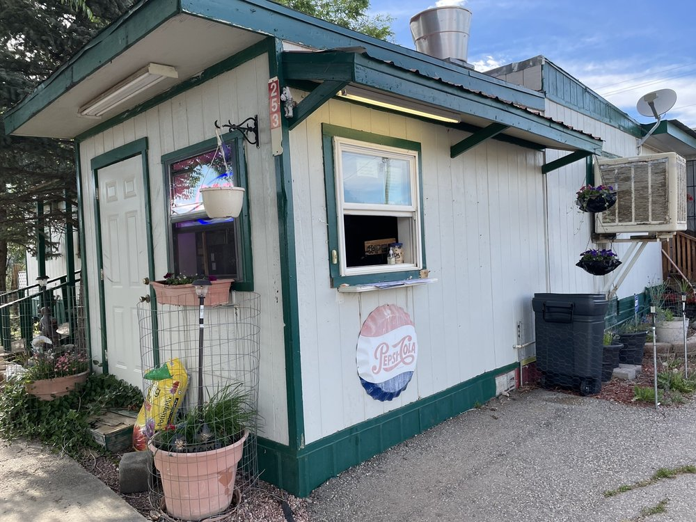 Simple Simon's Pizza: 253 9th St, Cimarron, NM