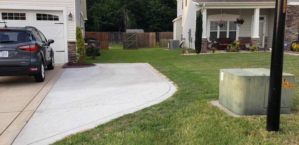 South Montanez Lawn Care: 314 E Elwood Ave, Raeford, NC
