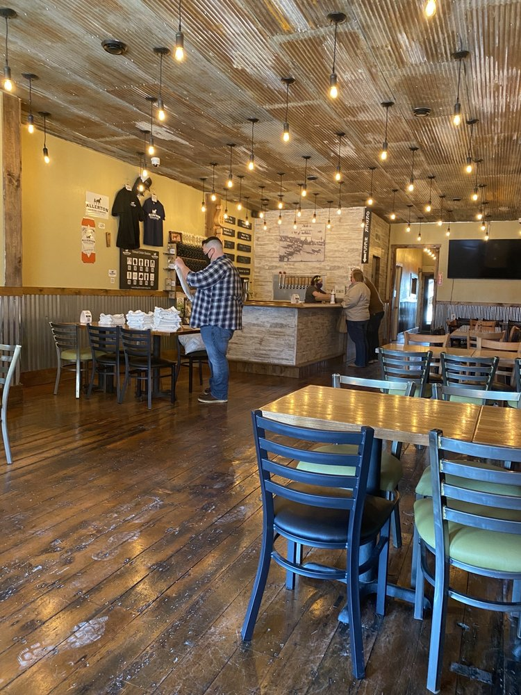 Allerton Brewing Company: 110 1st St E, Independence, IA