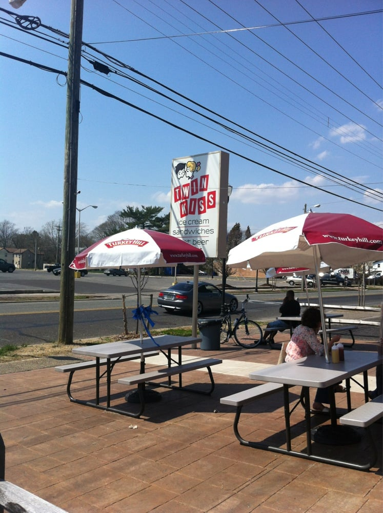 Twin Kiss Drive In: 25 S Delsea Dr, Clayton, NJ
