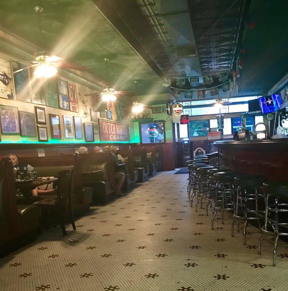 Mac's Tavern: 316 W 3rd St, Davenport, IA